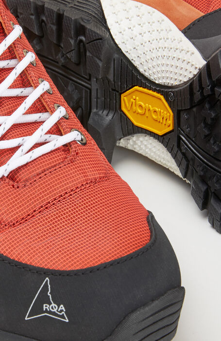 Outdoor shoes in orange water-repellent nylon with a Vibram® sole , ROA | Slowear