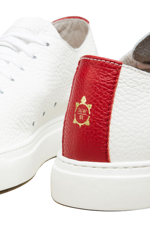 Sneakers aus gehämmertem Kalbsleder mit rotem Detail , Officina Slowear | Slowear