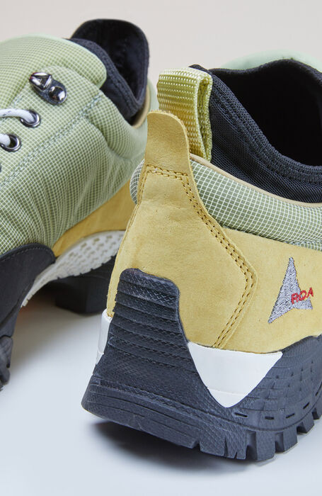 Outdoor shoes in green water-repellent nylon with a Vibram® sole , ROA | Slowear